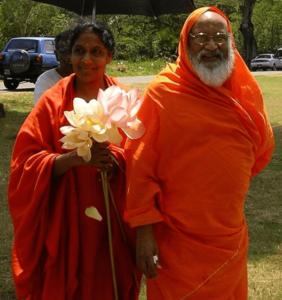 Maya-with-Her-Guru--Swami-Dayananda-Sarasvati